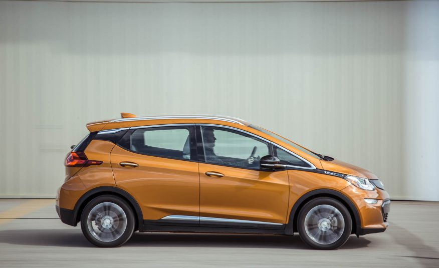 2017-chevrolet-bolt-it-103-876x535