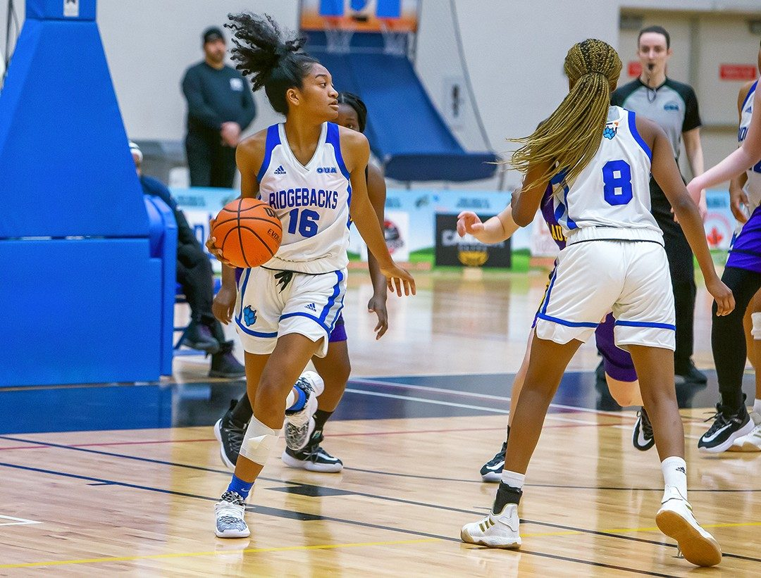 Hadeza Ismaila pushing the ball up the floor after a rebound against the Wilfred Laurier Golden Hawks in 2020.